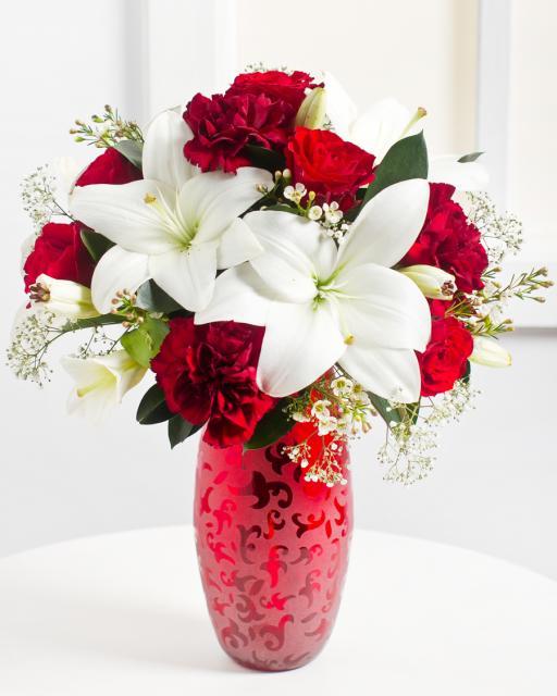 Романтический букет в красно-белых тонах
