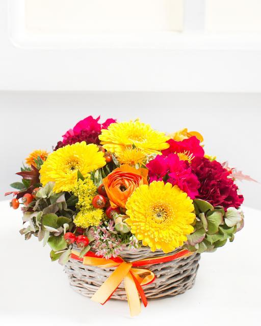Яркая композиция из цветов